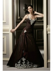 Gothic Red Lace Applique Wedding Dress